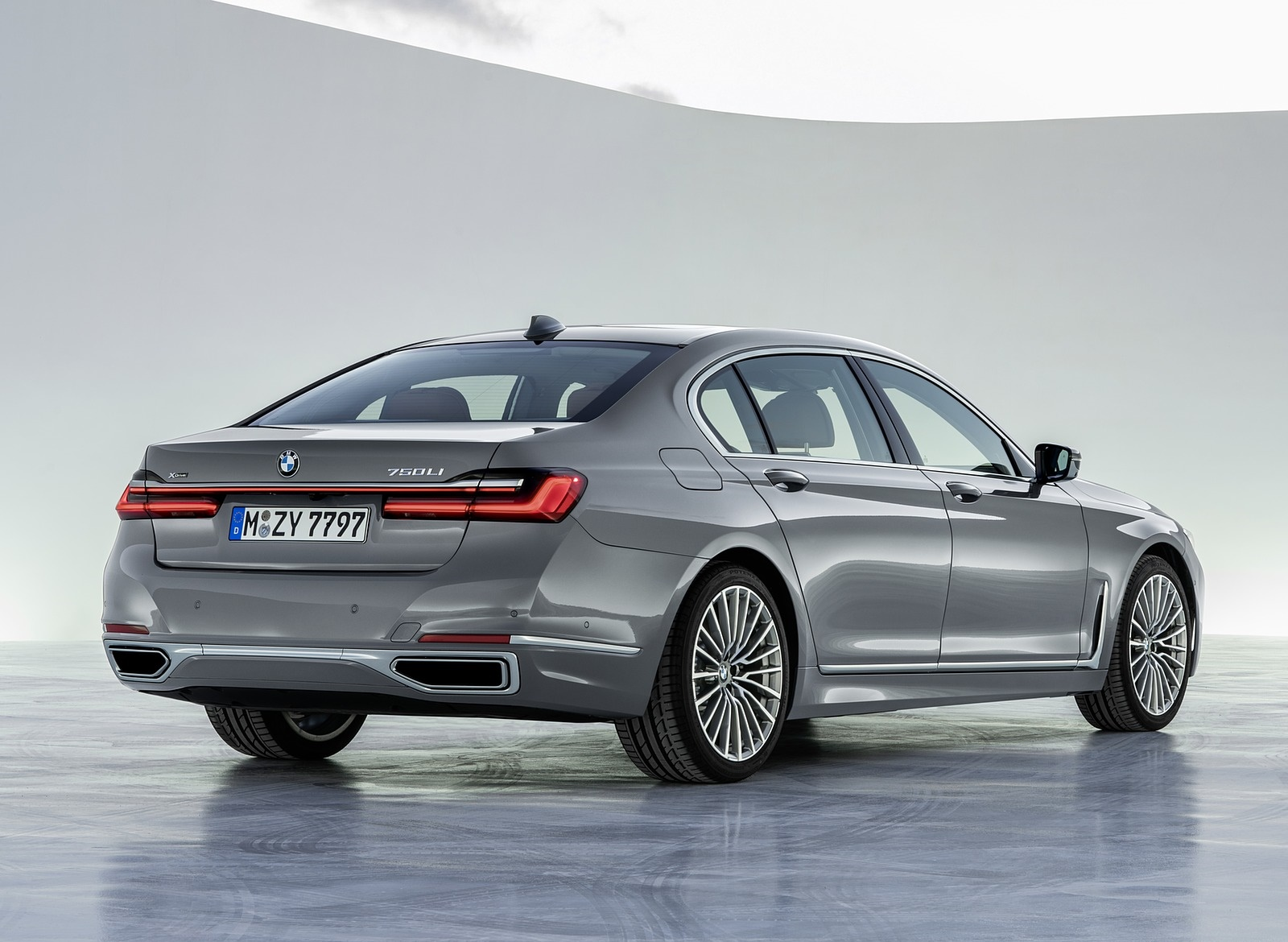2020 BMW 7-Series 750Li Rear Three-Quarter Wallpaper (9)