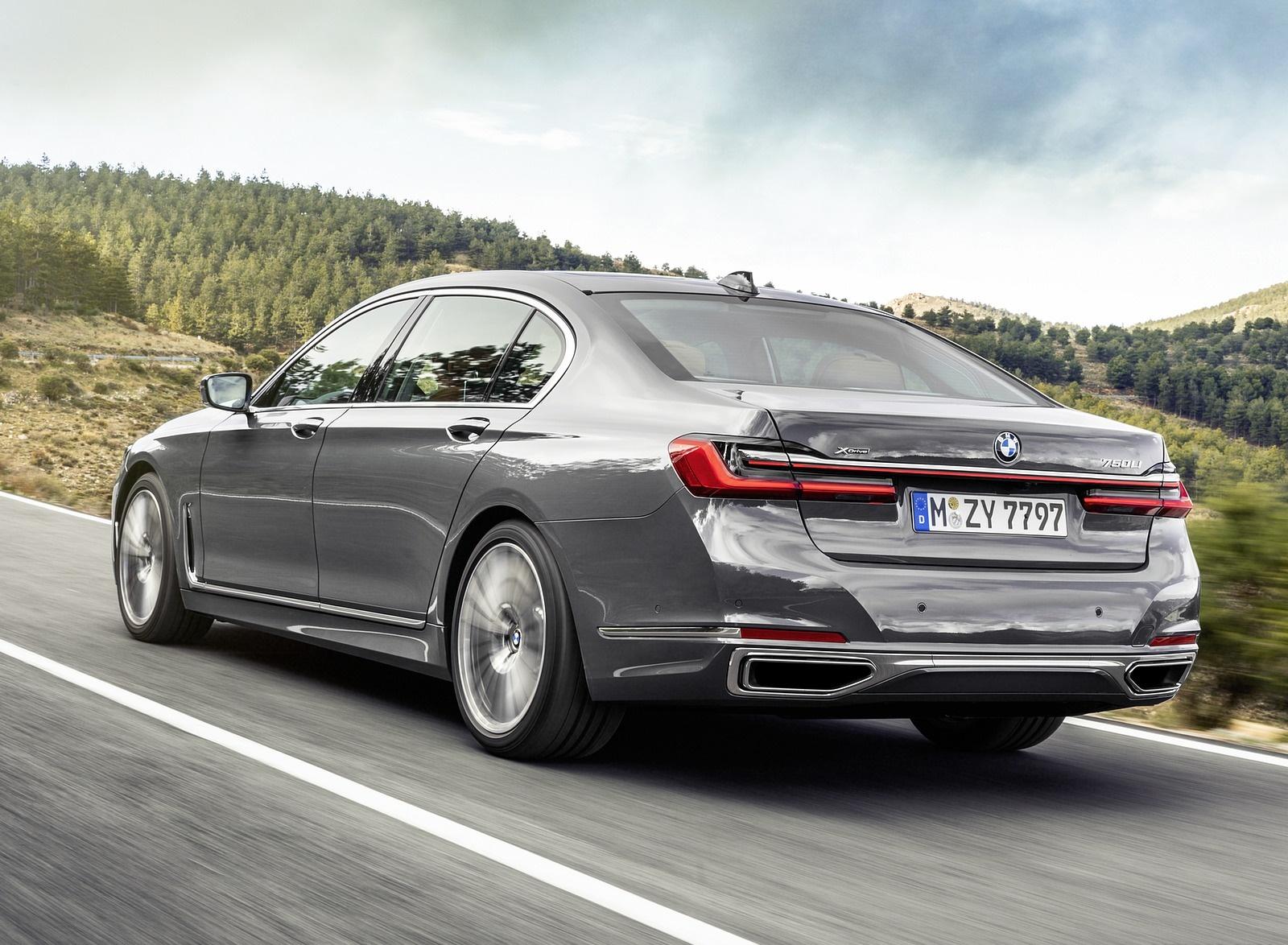 2020 BMW 7-Series 750Li Rear Three-Quarter Wallpaper (4)