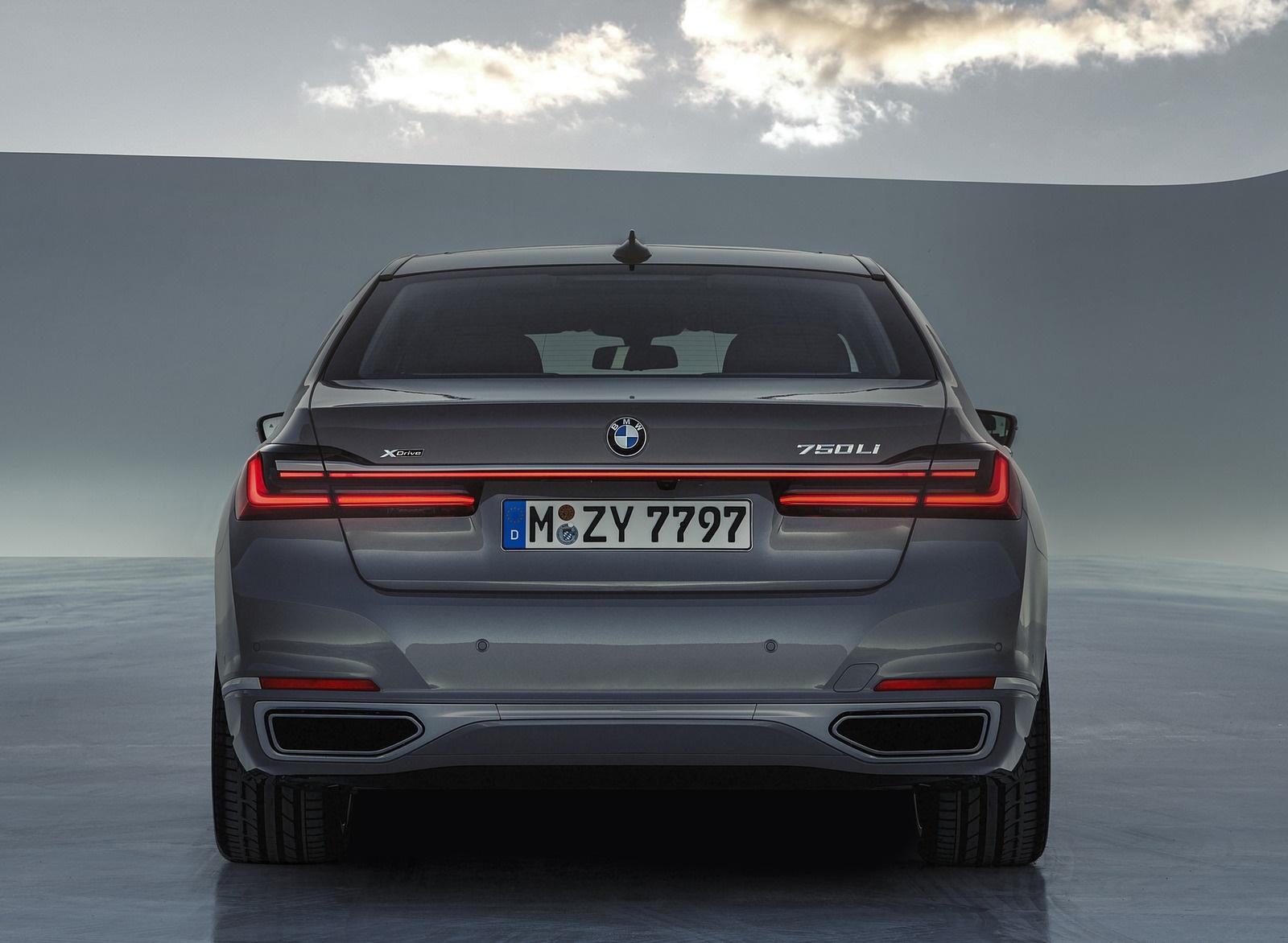 2020 BMW 7-Series 750Li Rear Wallpaper (10)