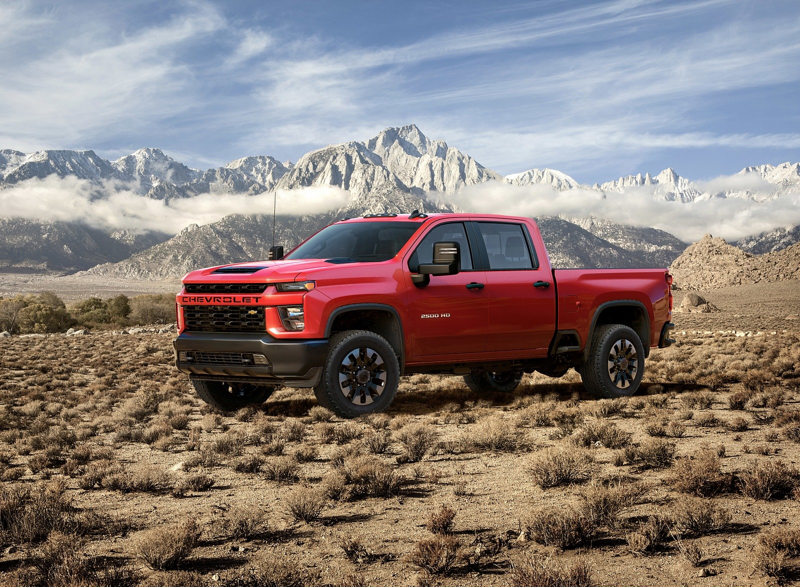 2020 Chevrolet Silverado 2500 HD Custom Front Three-Quarter Wallpaper (8)