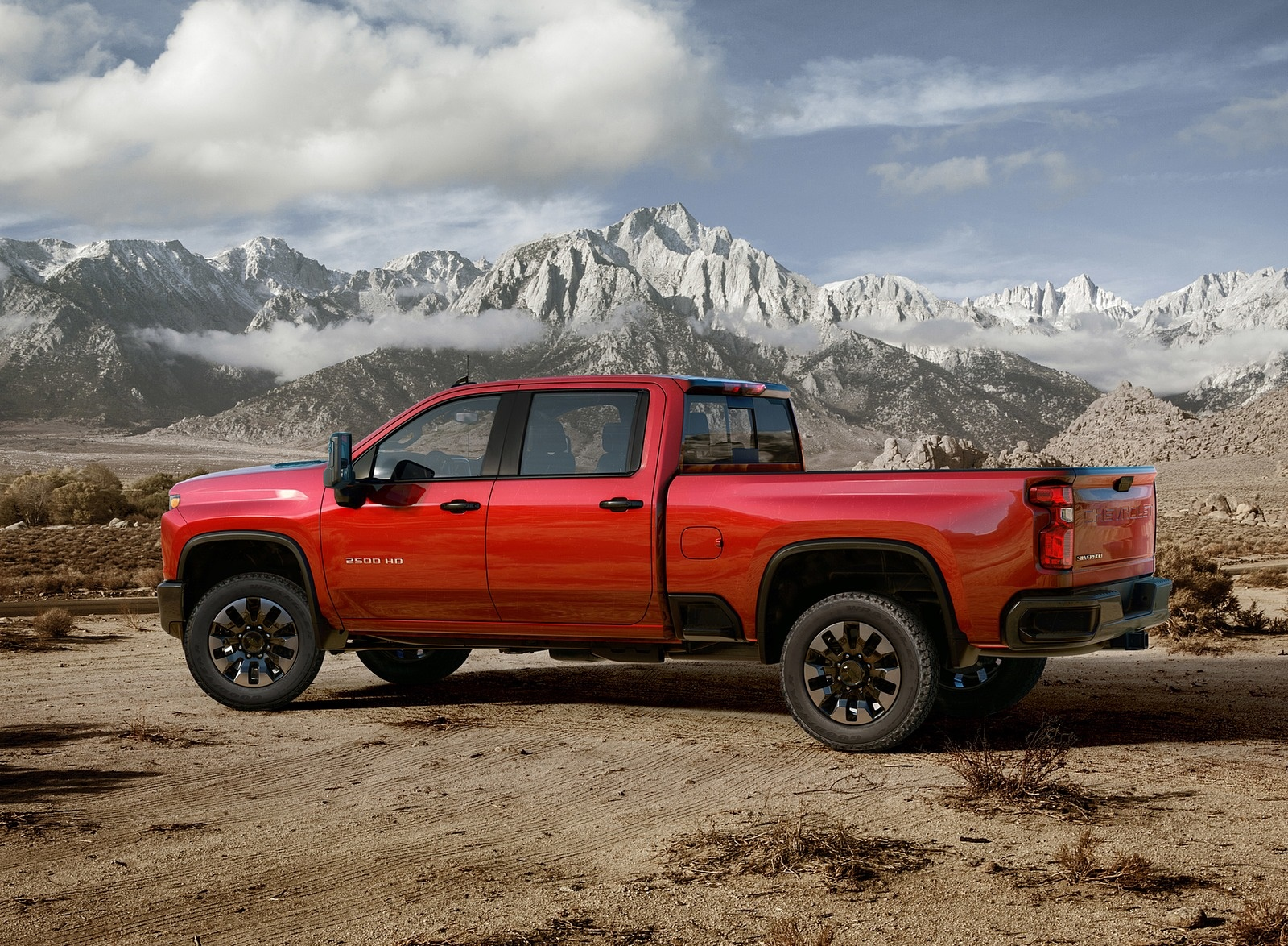 2020 Chevrolet Silverado 2500 HD Custom Side Wallpaper (9)