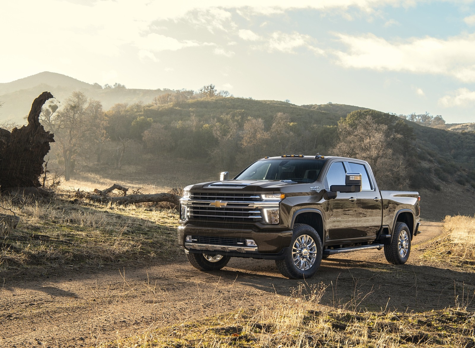 2020 Chevrolet Silverado 2500 HD High Country Front Three-Quarter Wallpaper (5)