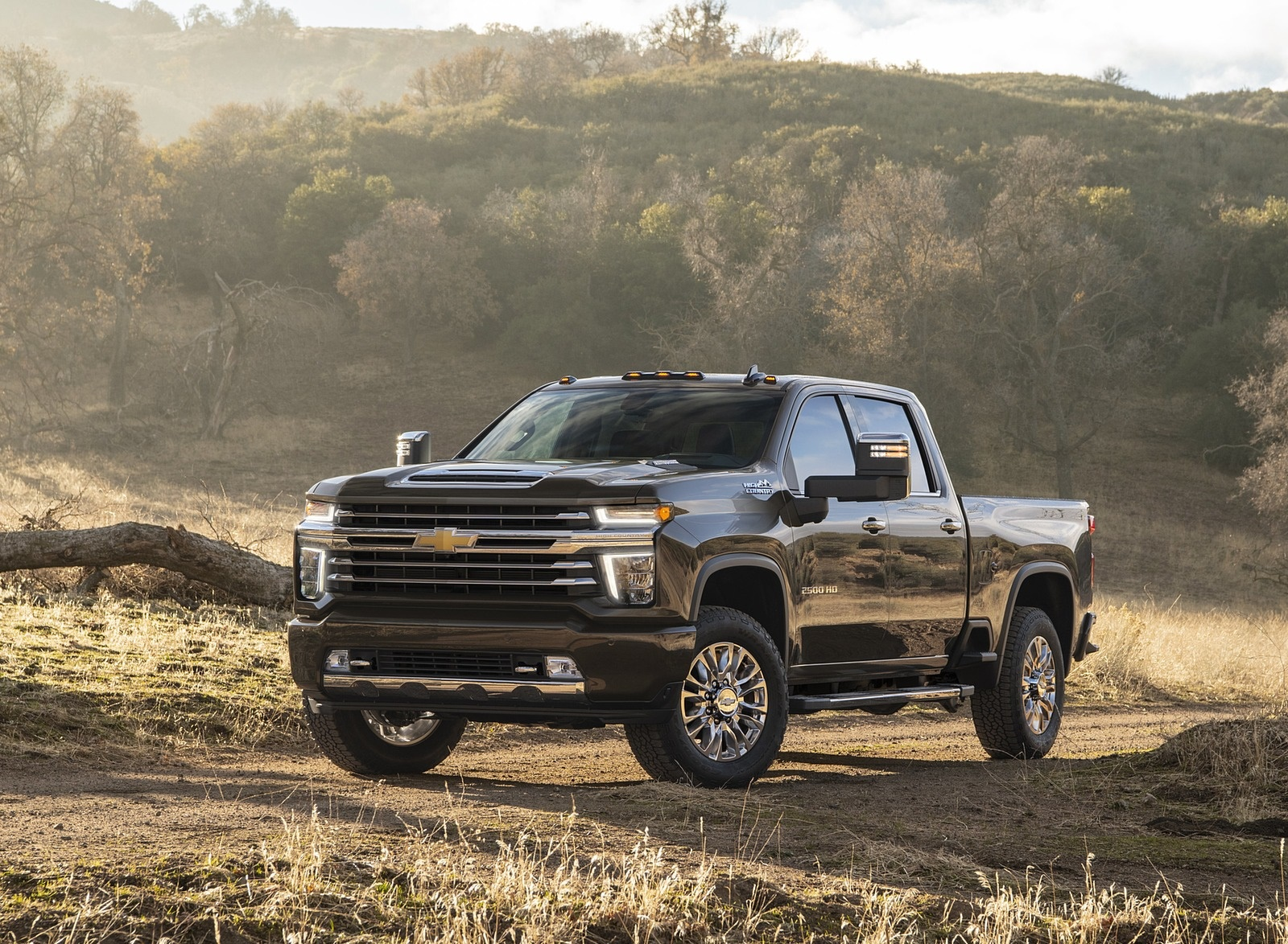 2020 Chevrolet Silverado 2500 HD High Country Front Three-Quarter Wallpaper (11)