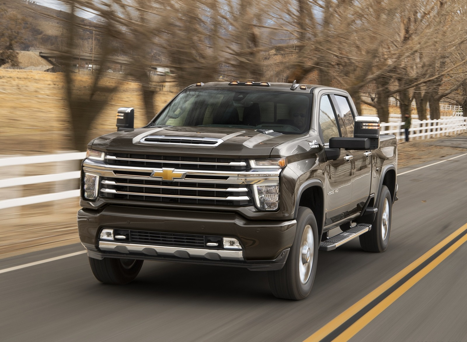 2020 Chevrolet Silverado 2500 HD High Country Front Three-Quarter Wallpaper (2)