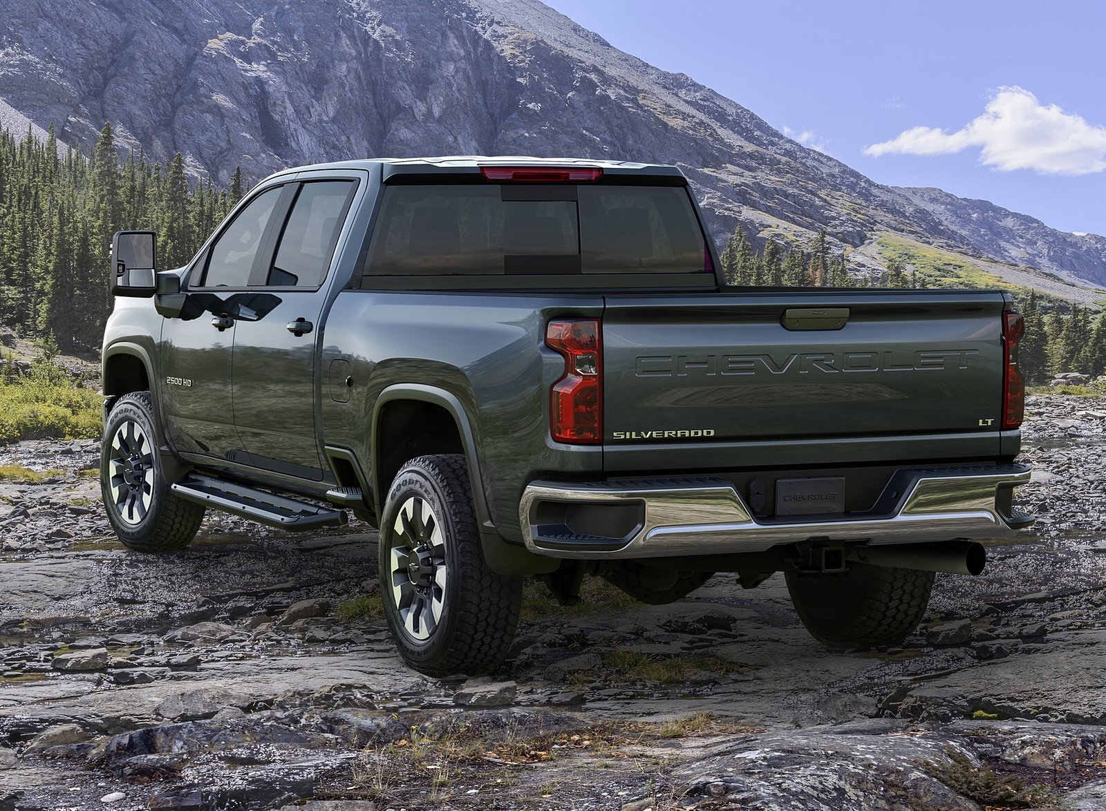 2020 Chevrolet Silverado 2500 HD LT Rear Three-Quarter Wallpaper (13)