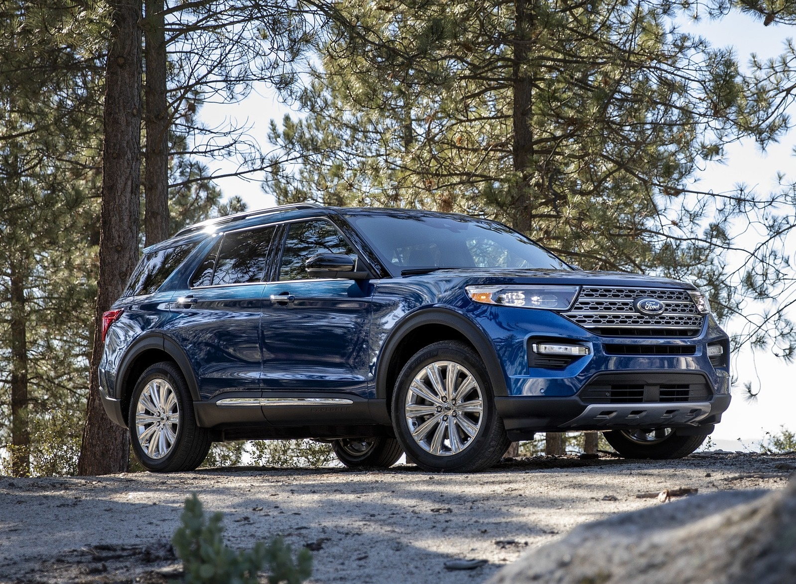 2020 Ford Explorer Front Three-Quarter Wallpapers (3)