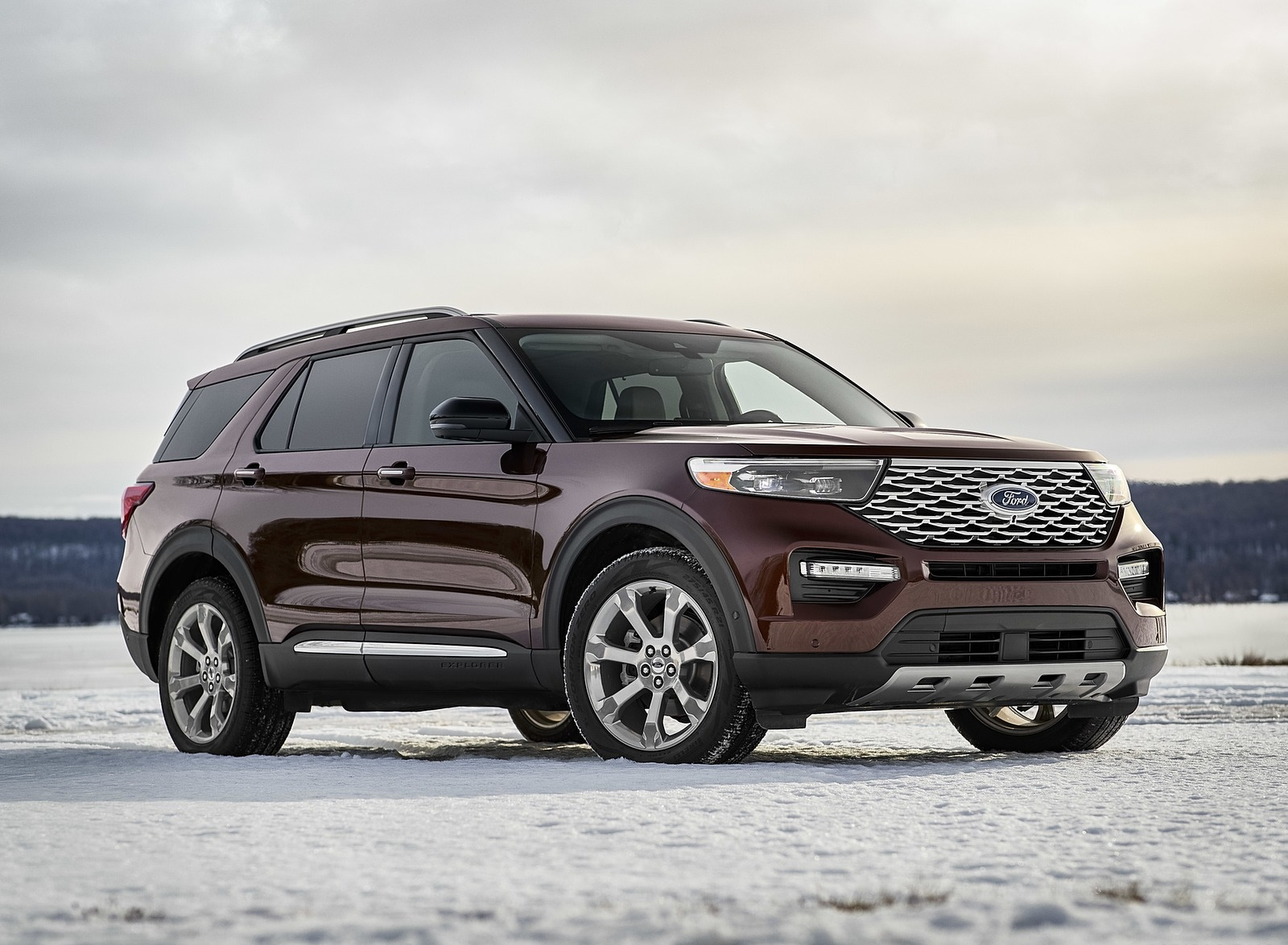 2020 Ford Explorer Front Three-Quarter Wallpaper (7)