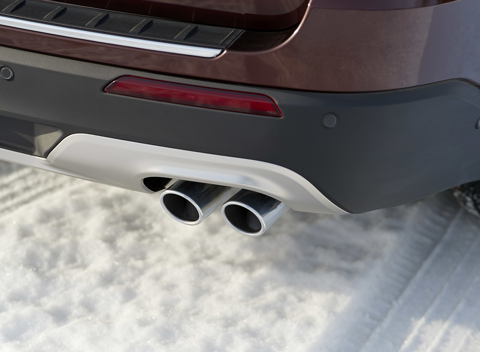 2020 Ford Explorer Tailpipe Wallpapers (12)