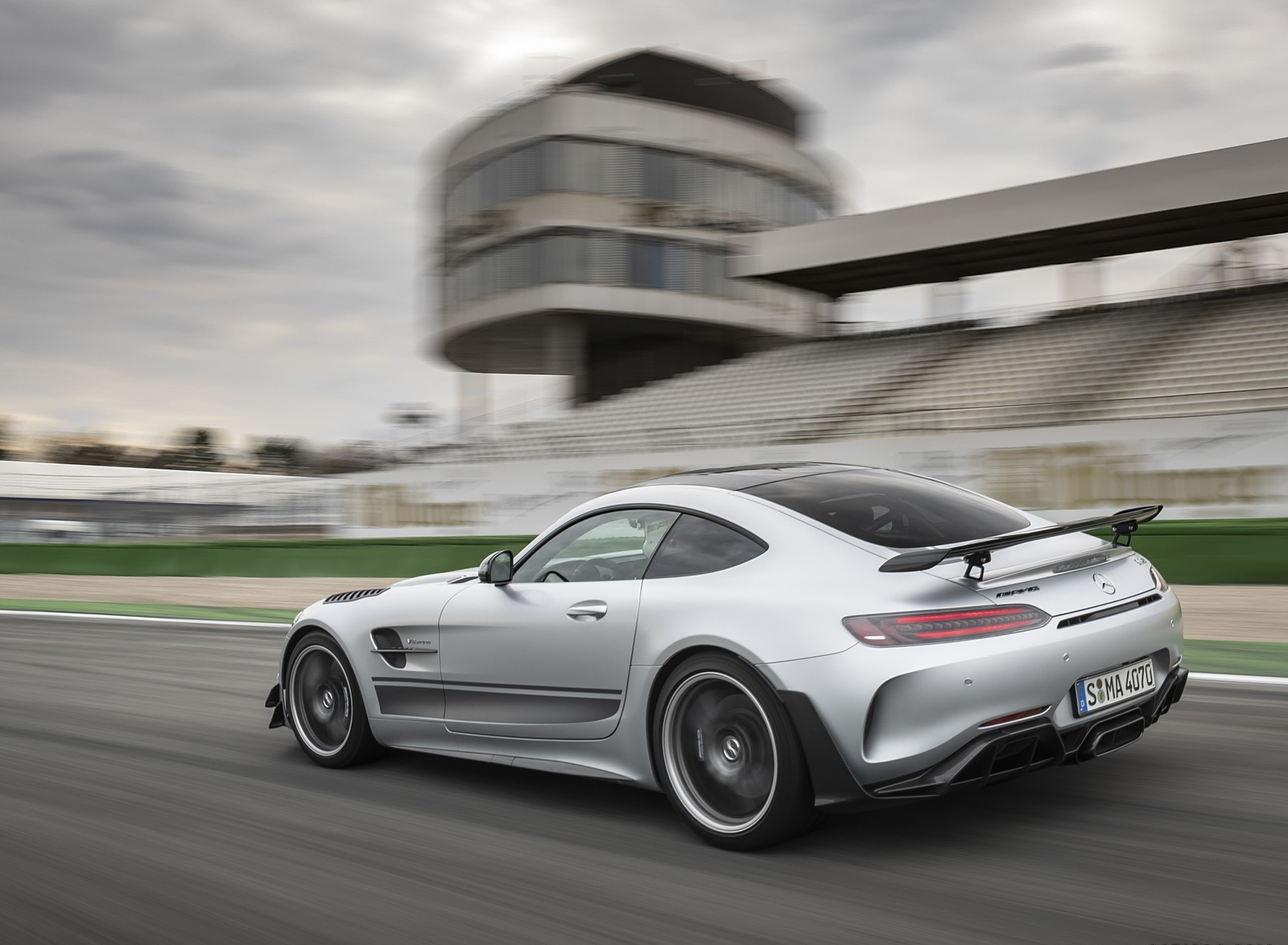 2020 Mercedes-AMG GT R Pro (Color: Designo Iridium Silver magno) Rear Three-Quarter Wallpapers (4)