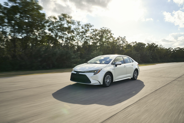 2020 Toyota Corolla Hybrid Front Three-Quarter Wallpaper (1)