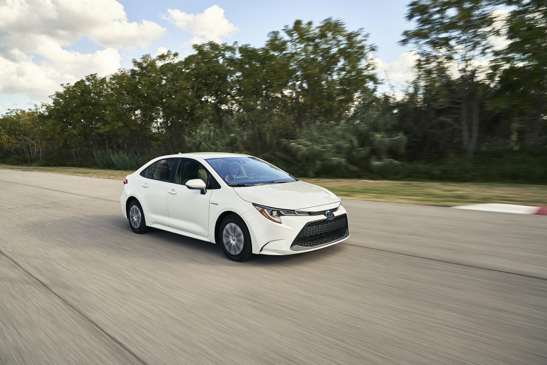 2020 Toyota Corolla Hybrid Front Three-Quarter Wallpaper (2)