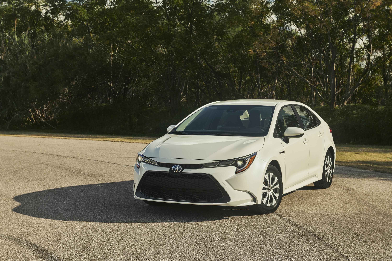 2020 Toyota Corolla Hybrid Front Wallpaper (12)