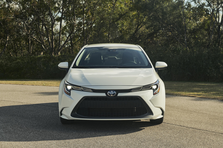 2020 Toyota Corolla Hybrid Front Wallpaper (5)