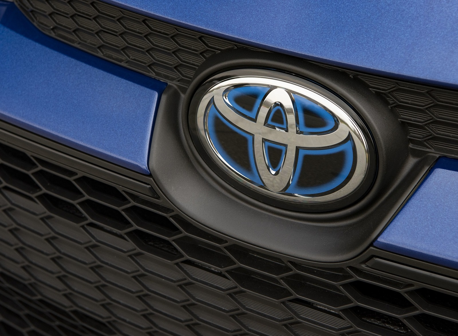 2020 Toyota Corolla Hybrid LE (Color: Blue Crush Metallic) Badge Wallpapers (11)