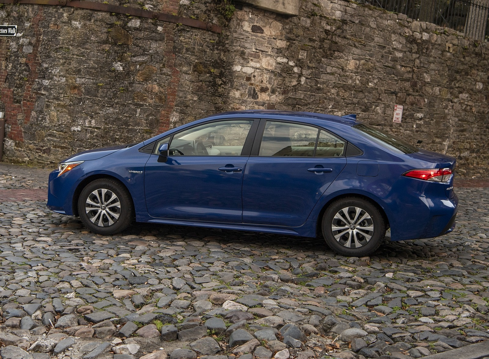 2020 Toyota Corolla Hybrid LE (Color: Blue Crush Metallic) Side Wallpapers (7)