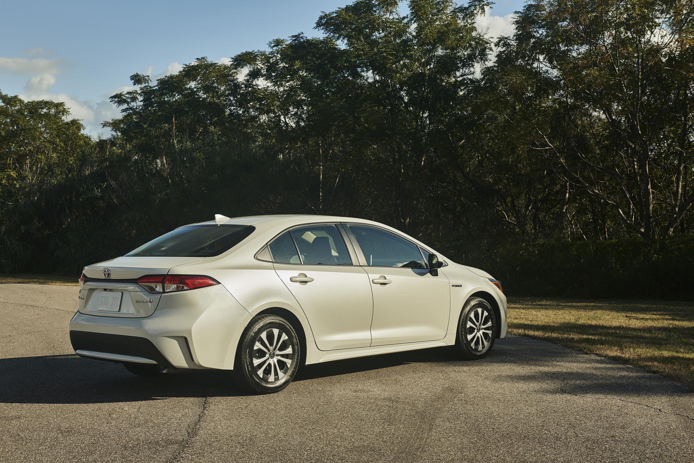 2020 Toyota Corolla Hybrid Rear Three-Quarter Wallpaper (13)
