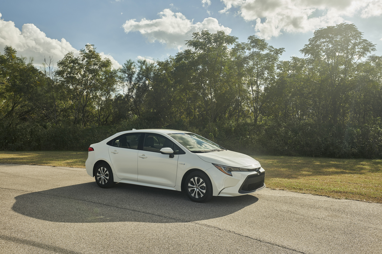 2020 Toyota Corolla Hybrid Side Wallpaper (15)