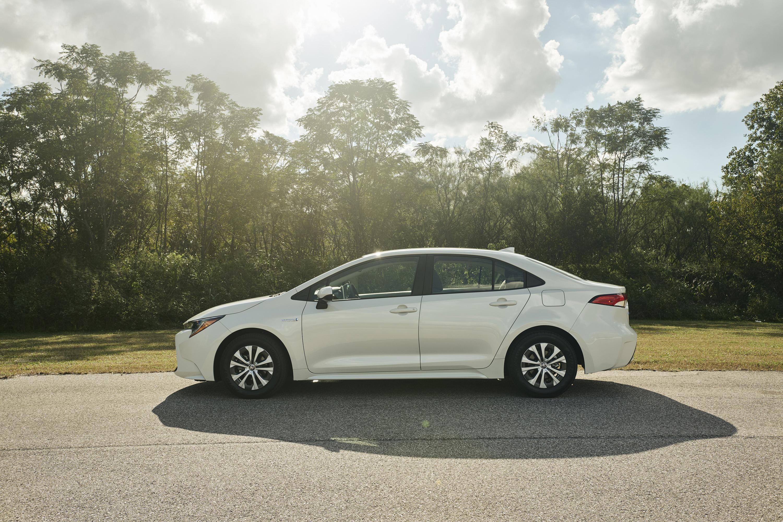 2020 Toyota Corolla Hybrid Side Wallpaper (9)