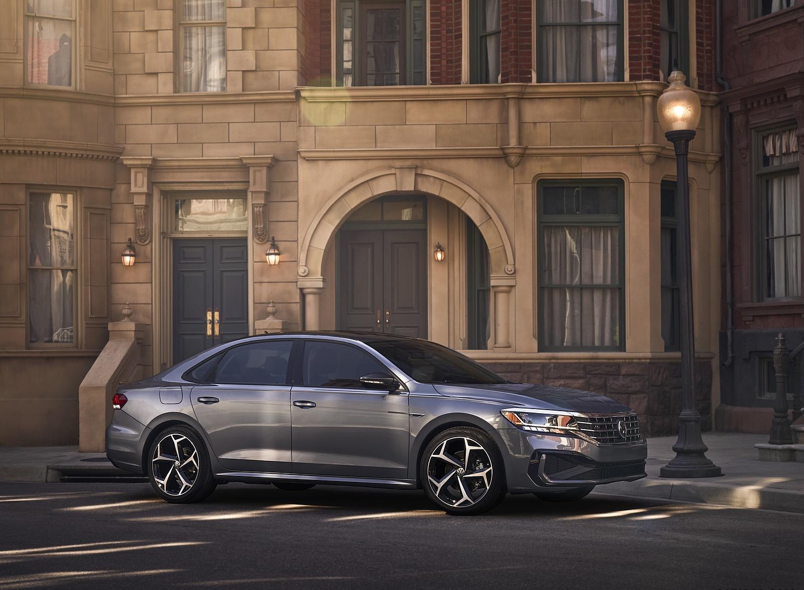2020 Volkswagen Passat Front Three-Quarter Wallpaper (12)