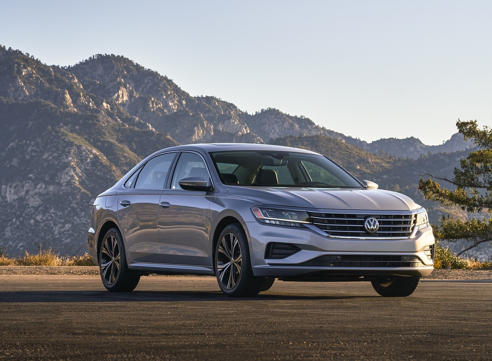 2020 Volkswagen Passat Front Three-Quarter Wallpapers (2)