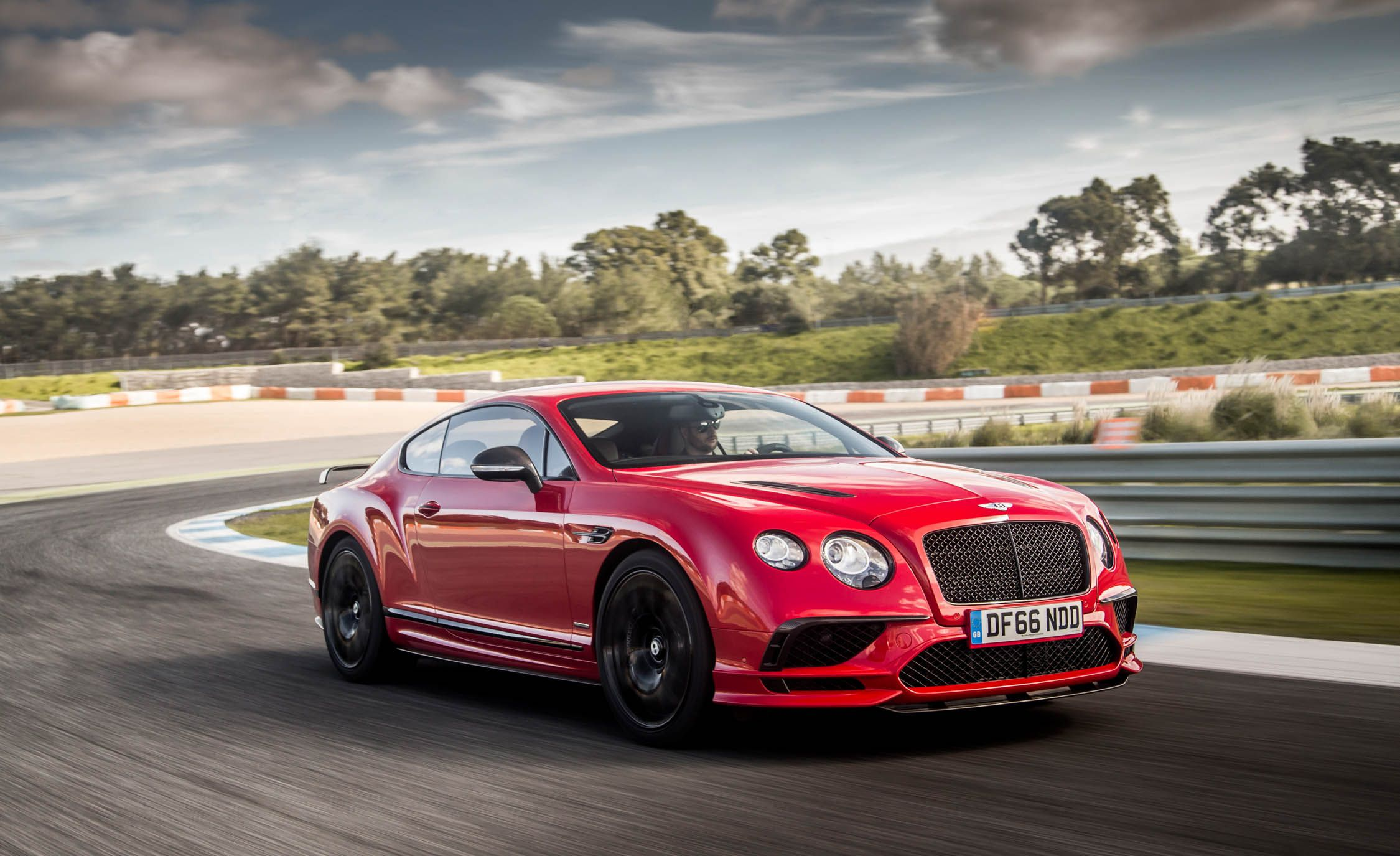 2018 Bentley Continental GT Supersports Coupe (Color: St. James Red) Front Three-Quarter Wallpapers (1)