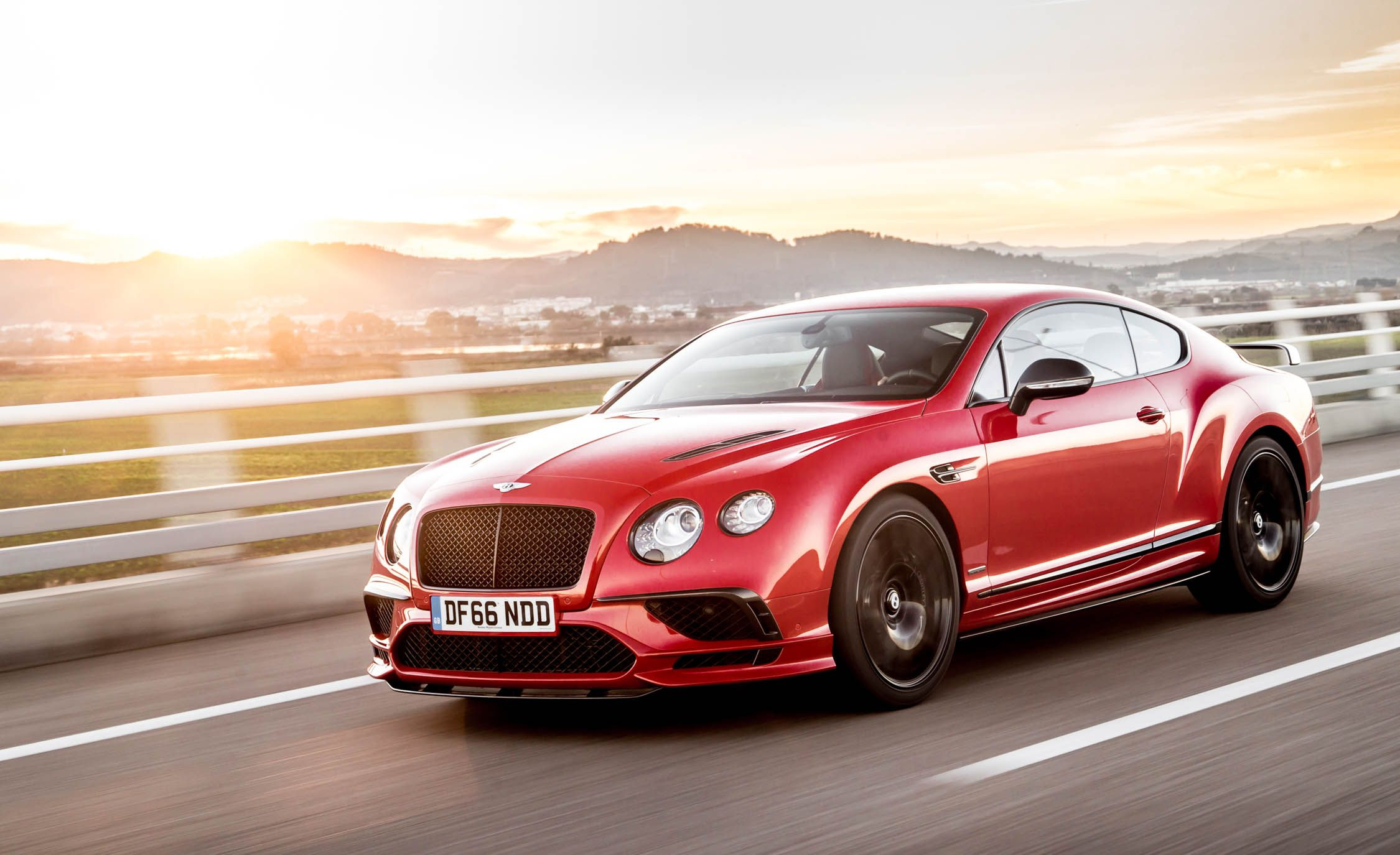 2018 Bentley Continental GT Supersports Coupe (Color: St. James Red) Front Three-Quarter Wallpapers (11)