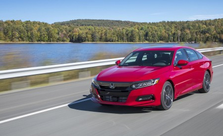 2018 Honda Accord Sport 2.0T Manual Front Three-Quarter Wallpapers 450x275 (3)