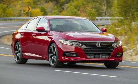 2018 Honda Accord Sport 2.0T Manual Front Three-Quarter Wallpapers 450x275 (11)