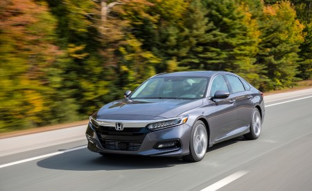 2018 Honda Accord Touring 2.0T Front Three-Quarter Wallpapers 450x275 (56)