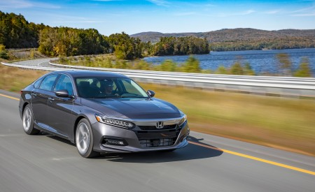 2018 Honda Accord Touring 2.0T Front Three-Quarter Wallpapers 450x275 (50)