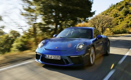 2018 Porsche 911 GT3 with Touring Package Front Three-Quarter Wallpaper 450x275 (39)