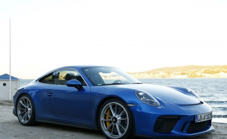 2018 Porsche 911 GT3 with Touring Package Front Three-Quarter Wallpaper 450x275 (41)
