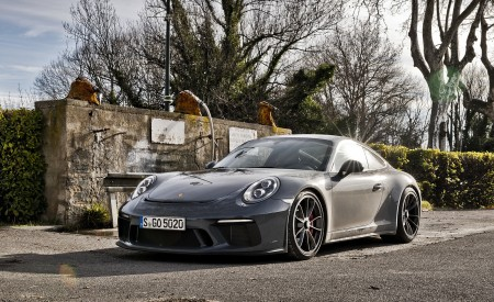 2018 Porsche 911 GT3 with Touring Package Front Three-Quarter Wallpaper 450x275 (62)