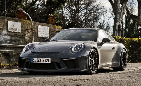 2018 Porsche 911 GT3 with Touring Package Front Three-Quarter Wallpaper 450x275 (48)