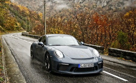 2018 Porsche 911 GT3 with Touring Package Front Wallpaper 450x275 (30)