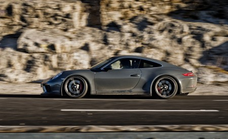 2018 Porsche 911 GT3 with Touring Package Side Wallpaper 450x275 (61)