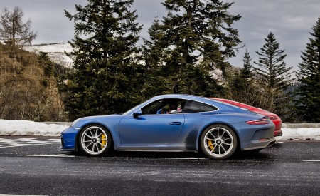 2018 Porsche 911 GT3 with Touring Package Side Wallpaper 450x275 (21)