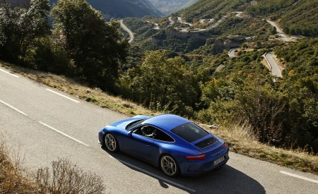 2018 Porsche 911 GT3 with Touring Package Top Wallpaper 450x275 (36)