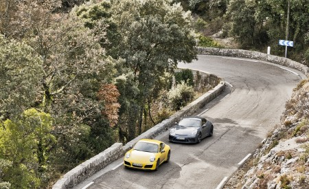 2018 Porsche 911 GT3 with Touring Package Top Wallpaper 450x275 (17)