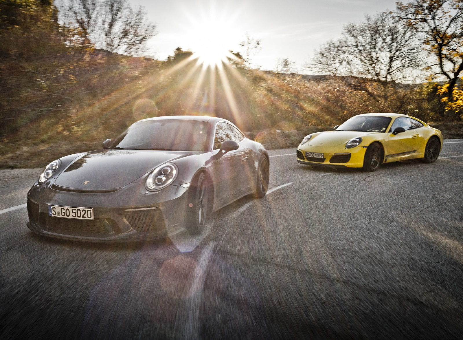2018 Porsche 911 GT3 with Touring Package and 911 Carrera T Front Three-Quarter Wallpaper (3)