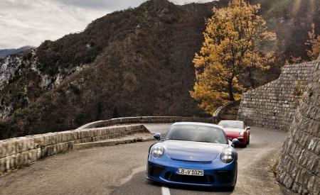 2018 Porsche 911 GT3 with Touring Package and 911 Carrera T Front Wallpaper 450x275 (23)