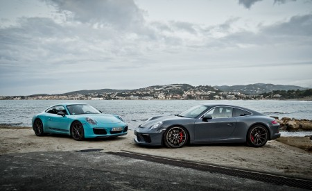 2018 Porsche 911 GT3 with Touring Package and 911 Carrera T Wallpaper 450x275 (28)