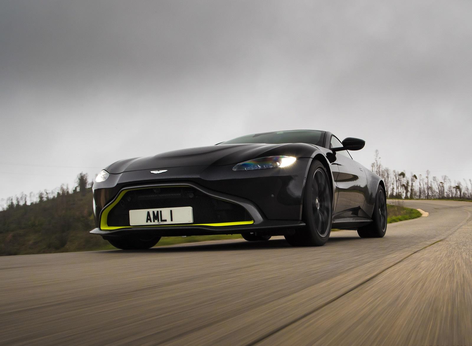 2019 Aston Martin Vantage (Onyx Black) Front Three-Quarter Wallpaper (13)