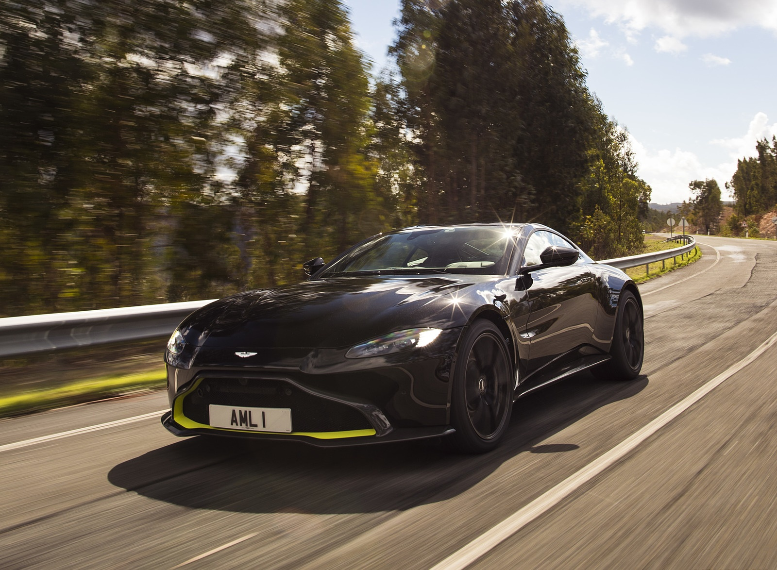 2019 Aston Martin Vantage (Onyx Black) Front Three-Quarter Wallpapers (2)