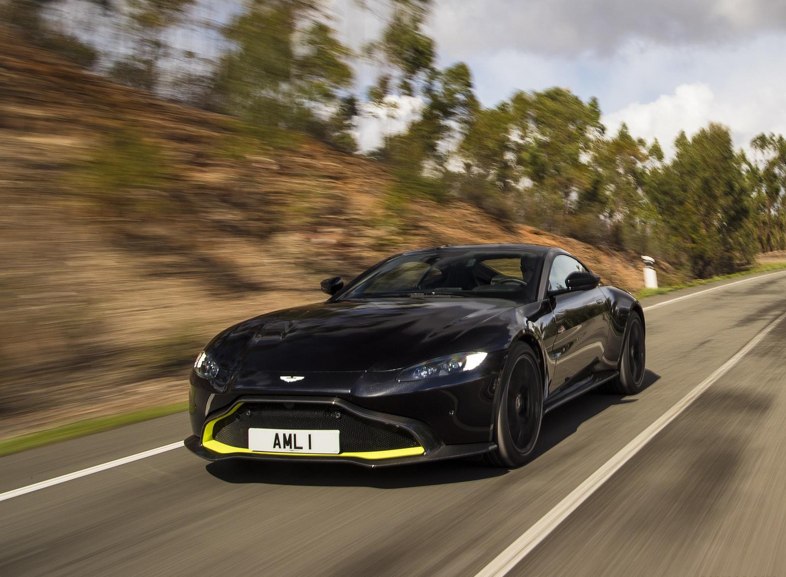 2019 Aston Martin Vantage (Onyx Black) Front Three-Quarter Wallpaper (9)