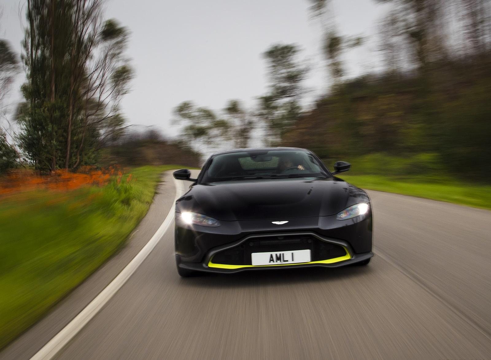 2019 Aston Martin Vantage (Onyx Black) Front Wallpaper (15)