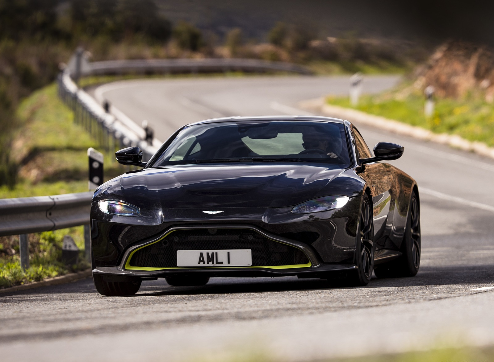 2019 Aston Martin Vantage (Onyx Black) Front Wallpapers (10)