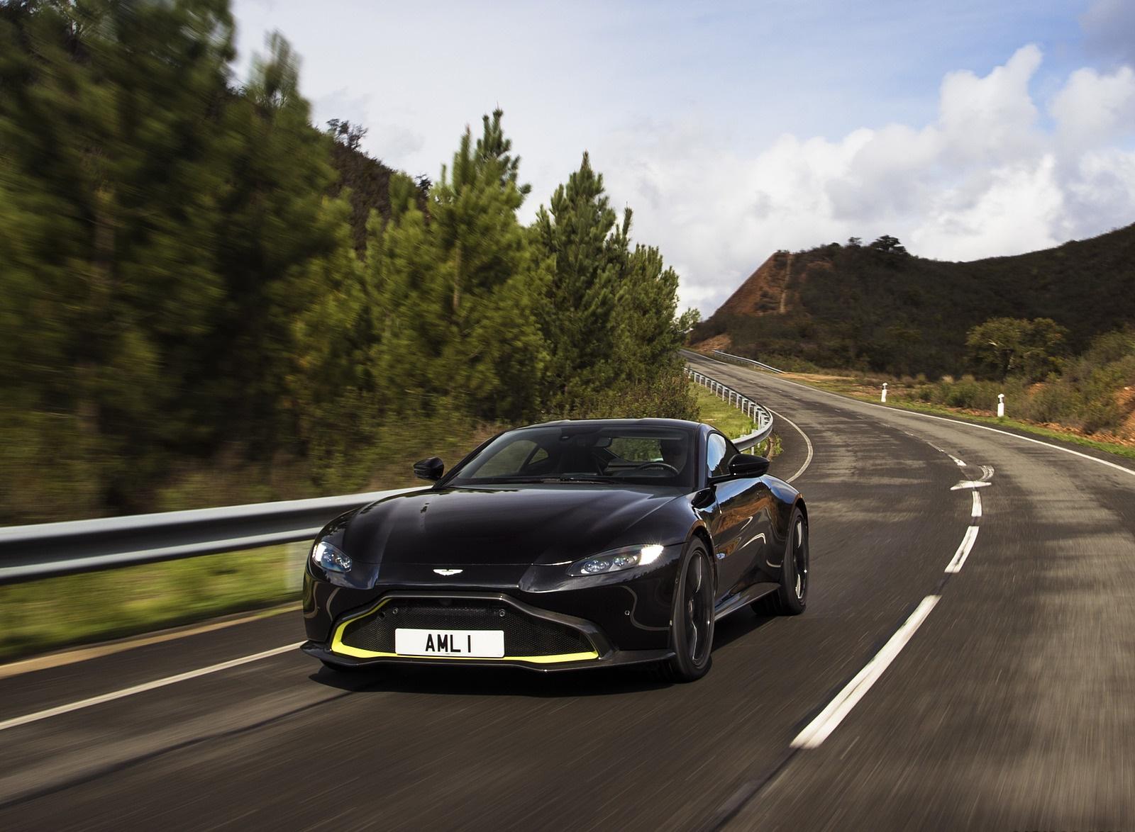 2019 Aston Martin Vantage (Onyx Black) Front Wallpaper (11)