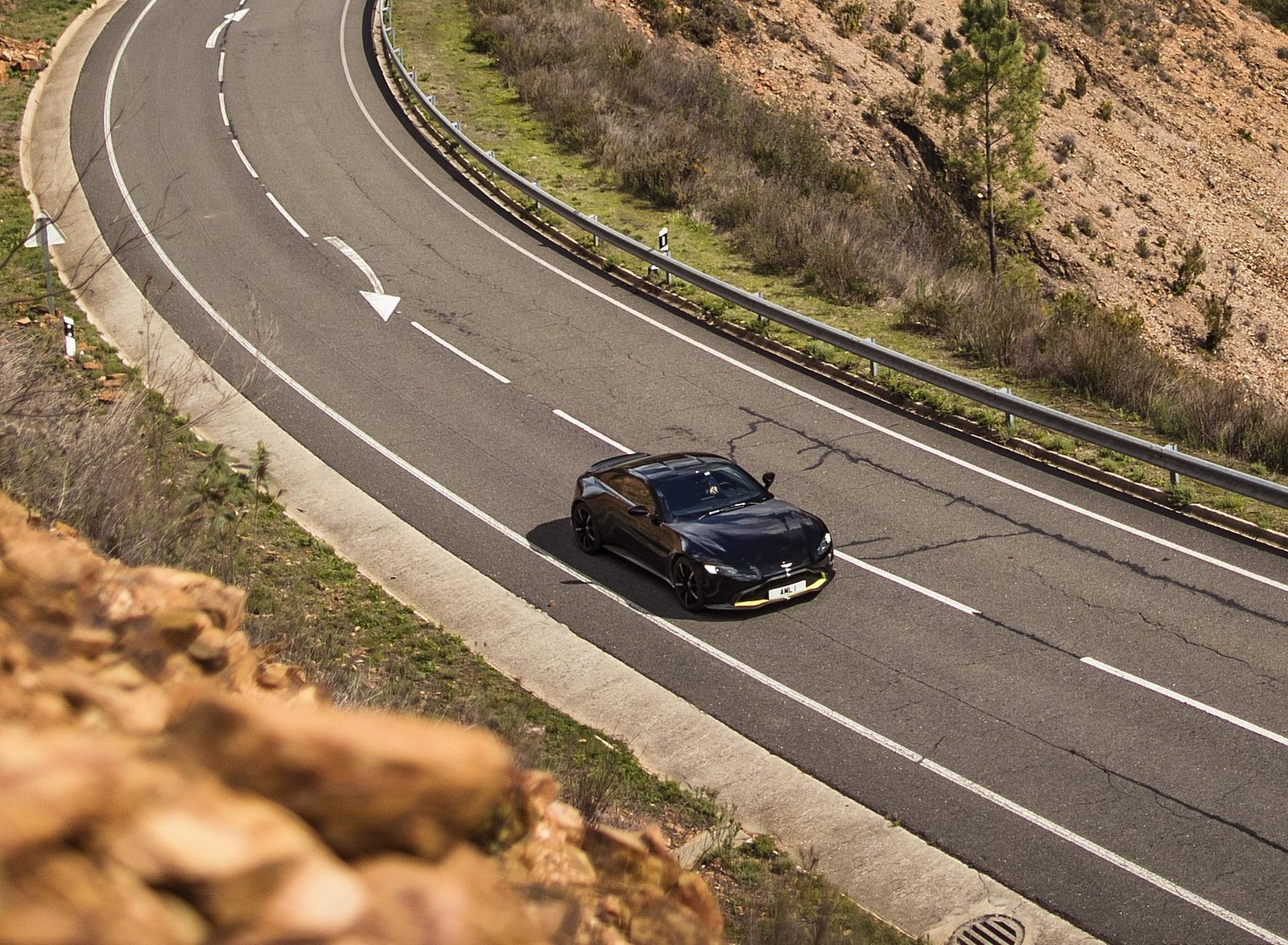 2019 Aston Martin Vantage (Onyx Black) Top Wallpaper (12)