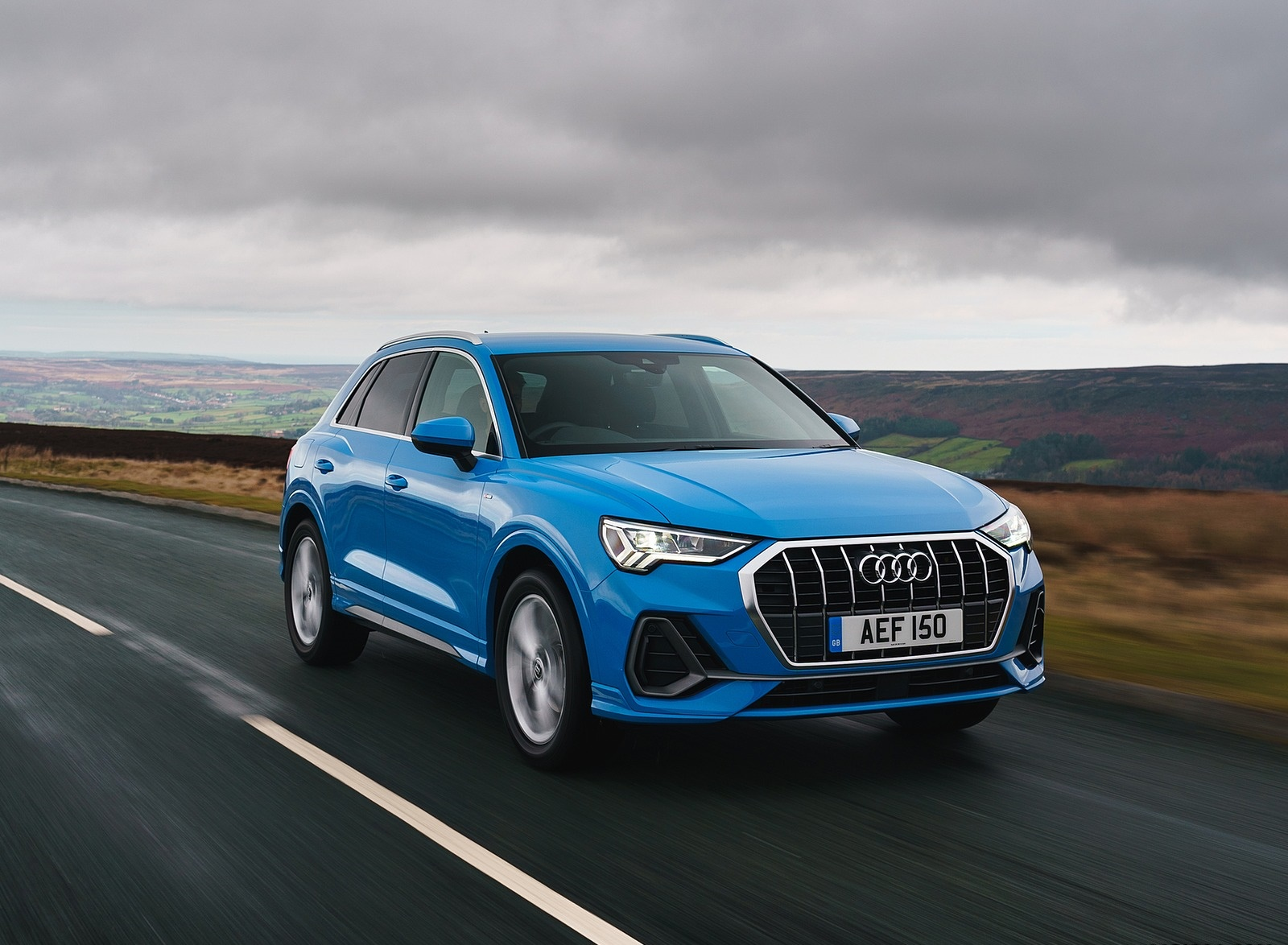 2019 Audi Q3 35 TFSI (UK-Spec) Front Three-Quarter Wallpaper (15)